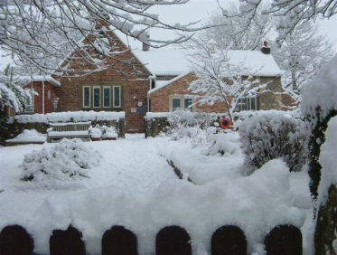 markington school in snow(4)